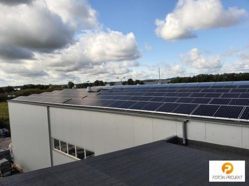 panele fotowoltaiczne na dachu 1