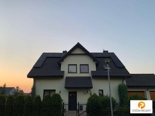 panele fotowoltaiczne na dachu 11